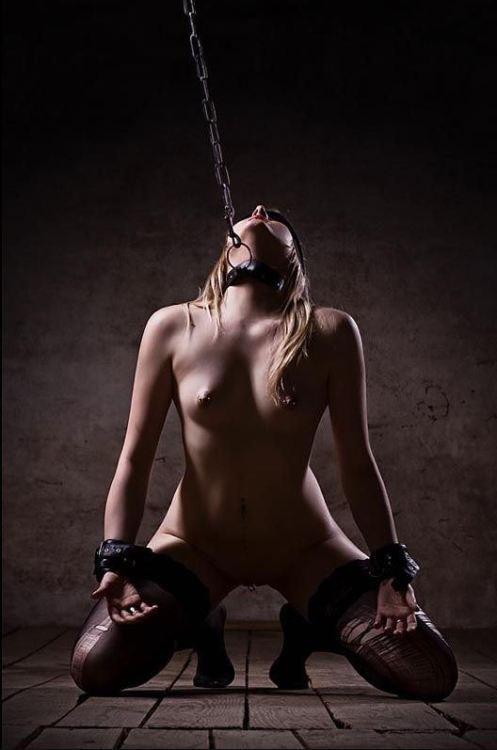 девушки рабыни оковы наручники - 3